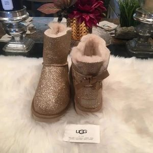 Uggs Bailey Bow Gold Size 9